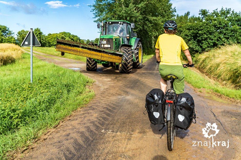 sprzatanie-drogi-rowerowej-w-niemczech-h