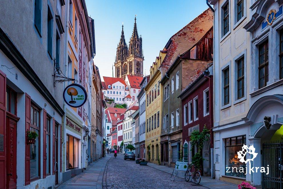https://www.znajkraj.pl/files/styles/e/public/uliczka-starego-miasta-w-misni-saksonia-2019-szymon-nitka-5432.jpg