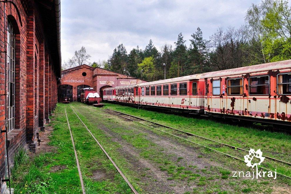 [Obrazek: wagony-kolo-lokomotywowni-w-rudach-subre...a-3104.jpg]