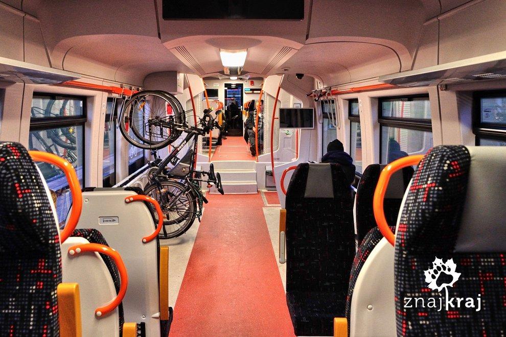 Wnętrze pociągu PKM - przedział rowerowy