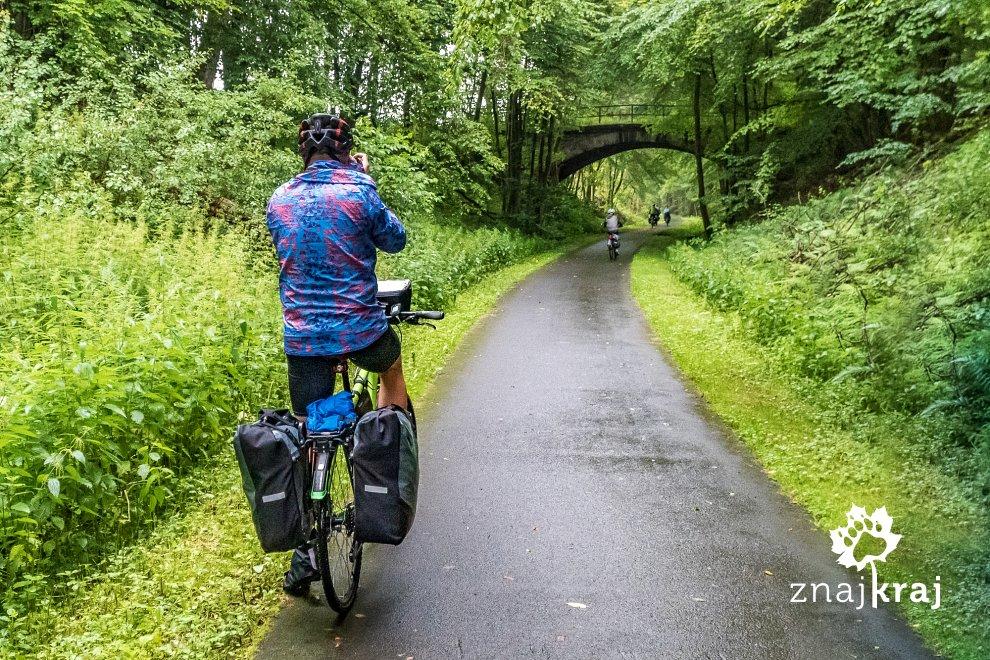 wiadukt-na-kolejowym-szlaku-rowerowym-he