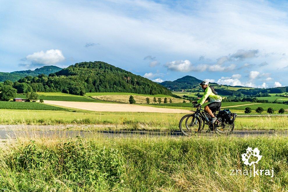 wulkaniczny-krajobraz-na-szlaku-rowerowy
