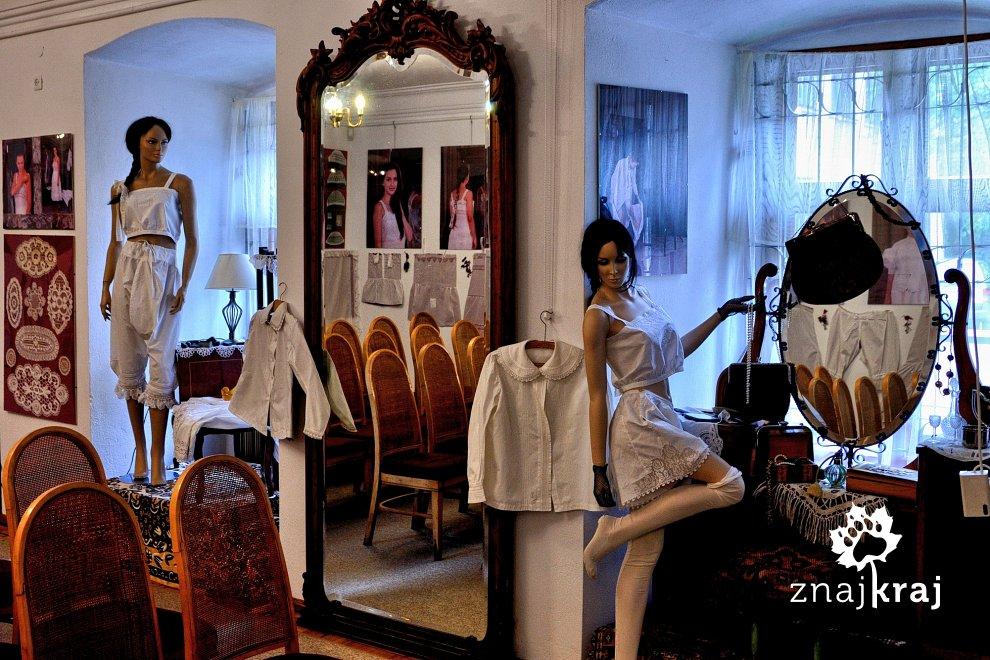 Wystawa strojów cieszyńskich w Ustroniu