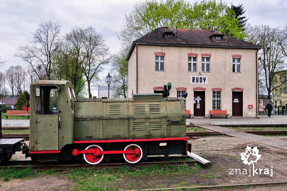 [Obrazek: zabytkowa-stacja-kolei-waskotorowej-subr...a-3116.jpg]
