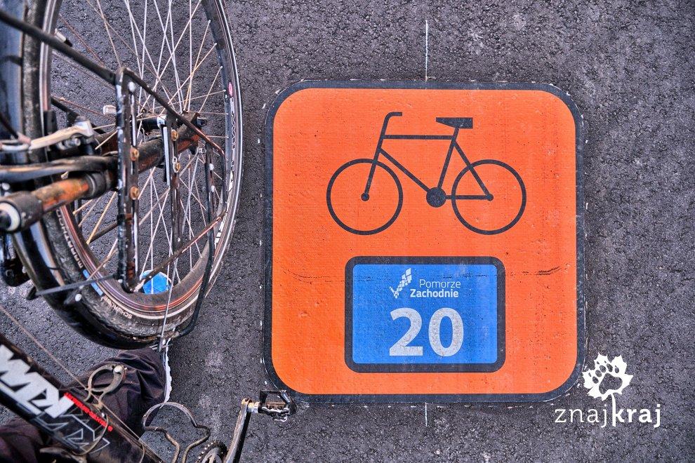 znak-szlaku-rowerowego-na-asfalcie-pomor