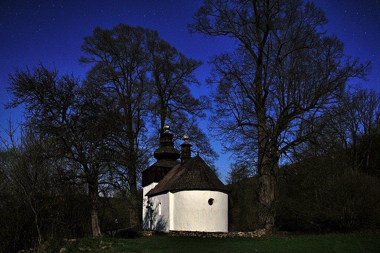 Cerkiew w Bielicznej nocą