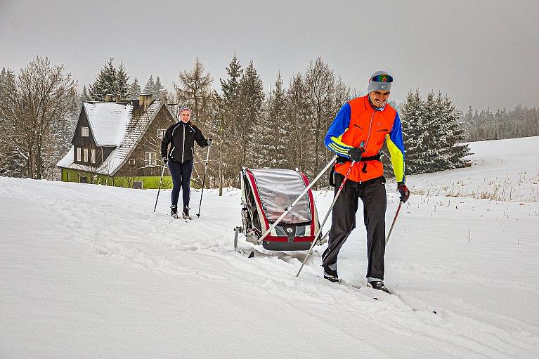 Przyczepka narciarska z wypożyczalni w Pasterce