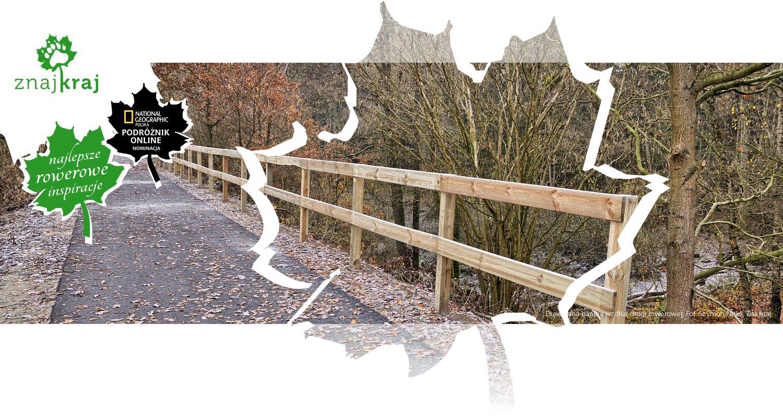 Drewniana bariera wzdłuż drogi rowerowej