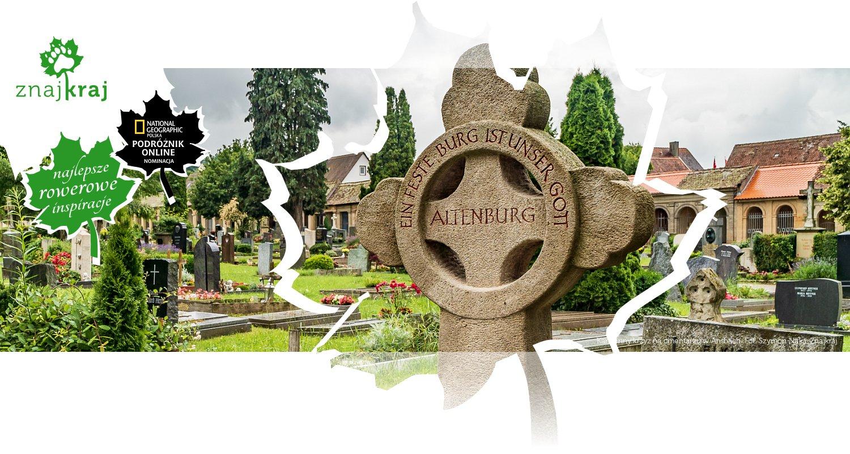 Kamienny krzyż na cmentarzu w Ansbach