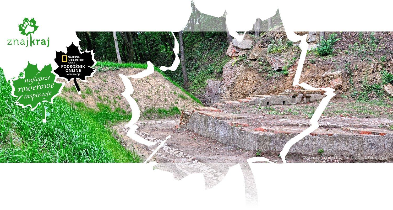 Odsłonięty fragment fosy