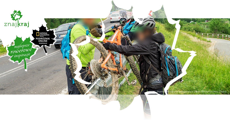 Przenoszenie rowerów przez barierę w Dębnie
