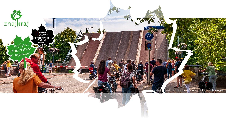 Rowerzyści przed podnoszonym mostem w Leeuwarden