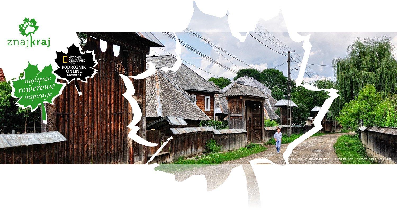 Rząd drewnianych bram w Calinesti
