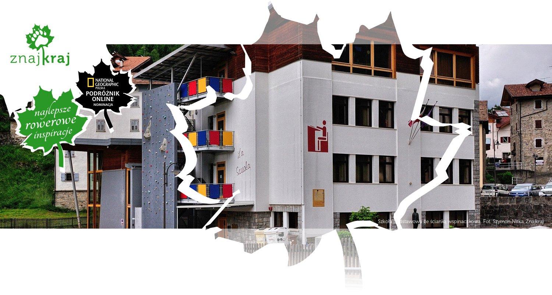 Szkoła podstawowa ze ścianką wspinaczkową