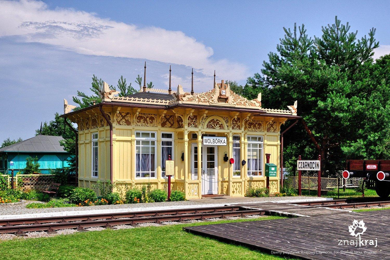 Przystanek kolejowy z 1896 roku w Skansenie Rzeki Pilicy