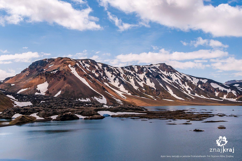 Jęzory lawy zastygłe w jeziorze Frostastaðavatn