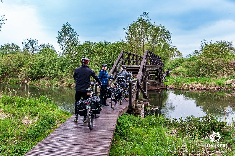 Kładka dla rowerzystów nad kanałem