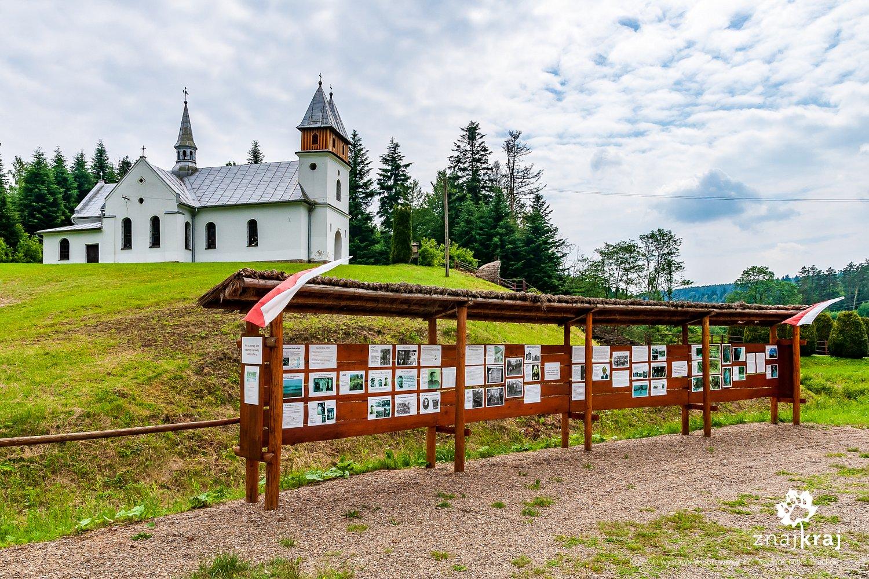 Kościół i wystawa w Borownicy