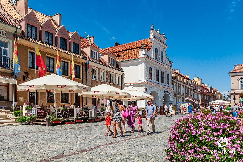 Na pięknym rynku w Sandomierzu