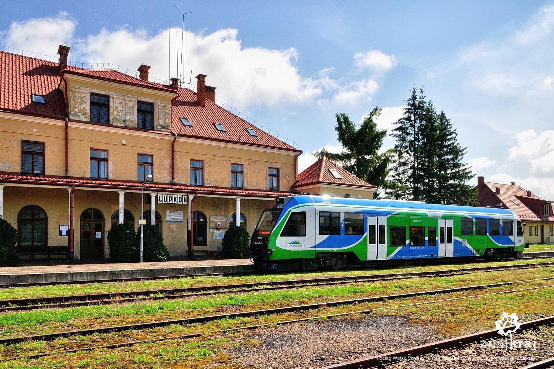 Pociąg Wojak Szwejk na stacji w Łupkowie