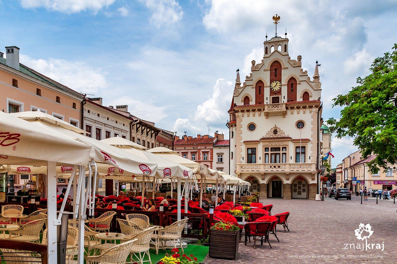 Ratusz przy rynku w Rzeszowie