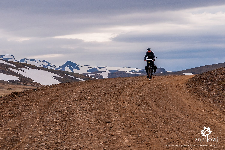 Rowerem po szutrach Islandii