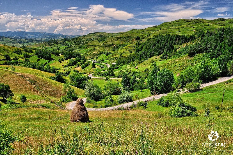 Serpentyny koło wsi Bogdan Voda