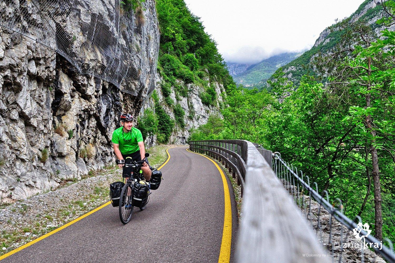 Rowerem po dawnej szosie w Dolomitach