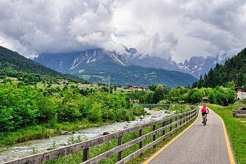 Droga rowerowa wDolomitach