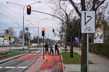 Oznaczenia możliwych kierunków jazdy rowerem